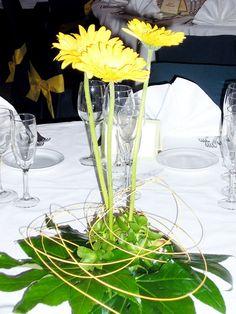 Centrodemesa gerberas blancas verde eventos wedding for Centros de mesa para restaurantes