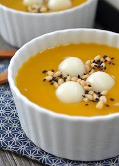 Korean Pumpkin Porridge with Rice Dumplings (Hobakjuk) - Korean Food Recipes - Asian Korean Dishes, Korean Food, Asian Desserts, Asian Recipes, Sweet Soup, Korean Dessert, Korean Sweets, Gula, Pumpkin Recipes
