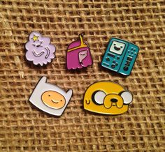 We ADORE these tiny Adventure Time Mini Head Pins! Choose from 5 Characters: Finn, Jake, Lumpy Space Princess, Princess Bubblegum, and BMO! Geek Mode, Jacket Pins, Accesorios Casual, Cool Pins, Head Pins, Princess Bubblegum, Pin And Patches, Disney Pins, Pin Badges