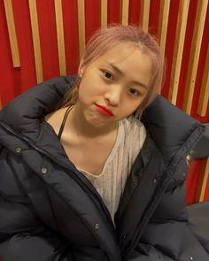 Kpop Girl Groups, Korean Girl Groups, Kpop Girls, K Pop, Red Lipstick Quotes, Golden Family, Happy Birthday Sister, Bare Face, K Idols