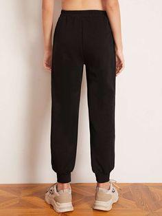 Pantalones joggers de niñas con diseño bordado | Moda de Mujer | SHEIN México Girls Joggers, Women's Accessories, Sweatpants, Michael Kors, Detail, Womens Fashion, Pants, Clothing, Feminine Fashion