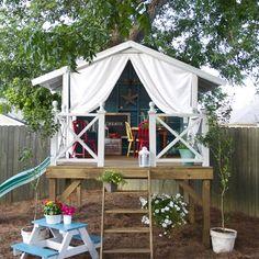 Une cabane de jardin sur pilotis / A hut of on piles garden