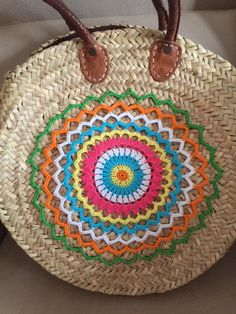 Mis cositas de crochet: Adorno bolso Crochet Mandala, Knit Crochet, Rope Sandals, Sewing To Sell, Art Bag, Straw Tote, Boho Bags, Basket Bag, Basket Decoration