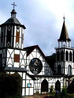 Iglesia yTorre de La Colonia Tovar, Aragua, Venezuela