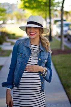 Love the stiles and the hat! #maternitystyle #pregnancy #momstyle #mamastyle #fashion #pregnancylook Visit our website www.circu.net
