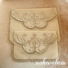 Crewel Embroidery, Cross Stitch Designs, Machine Embroidery Designs, Continental Wallet, Shabby Chic, Geek Stuff, Decoration, Throw Pillows, Quilts
