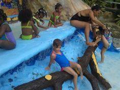 Isabela en piscina