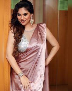 Blouse Back Neck Designs, Netted Blouse Designs, Saree Blouse Designs, Saree Gown, Satin Saree, Silk Sarees, Drape Sarees, Beautiful Girl Indian, Beautiful Saree
