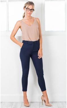 46 Stylish Navy Pants Work Outfit to # Women's Fashion # … – 2019 – Best Fall Season Outfits & Dresses Summer Business Casual Outfits, Casual Work Outfits, Mode Outfits, Work Attire, Summer Work Outfits Office, Navy Outfits, Outfit Work, Summer Formal Outfits, Fashion Outfits