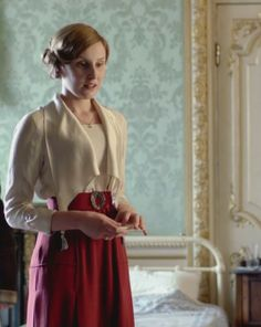 Downton Abbey, Edith costume, that looks more like something Lady Mary would wear Downton Abbey Costumes, Downton Abbey Fashion, Gentlemans Club, Edith Crawley, Laura Carmichael, Michelle Dockery, Lady Mary, Historical Costume, Mode Inspiration