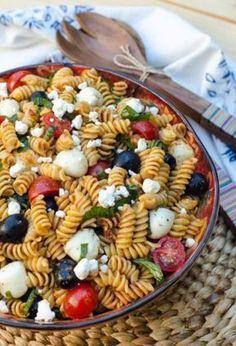59 summer pasta salad recipes - easy ideas for cold pasta salad Tomato Pasta Salad, Easy Pasta Salad Recipe, Summer Pasta Salad, Easy Salad Recipes, Healthy Recipes, Pasta Recipes, Cold Pasta, How To Cook Quinoa, Macarons