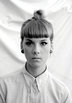 femme coiffure originale contemporaine moderne