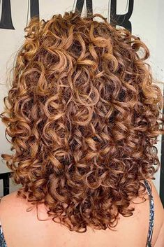 What Is A Deva Cut and Why Your Curls Can't Do Without It A deva cut is a saving grace for all women with curly and wavy textures. Find out why it's so special and get inspired for the next salon appointment! Layered Curly Hair, Curly Hair With Bangs, Curly Hair Tips, Curly Hair Care, Long Curly Hair, Curly Hair Styles, Natural Hair Styles, Curly Girl, Natural Beauty