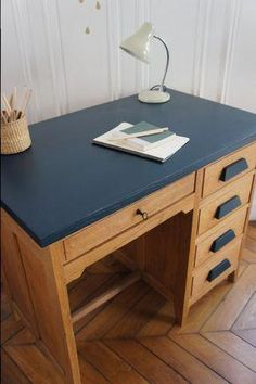 Discover recipes, home ideas, style inspiration and other ideas to try. Desk Makeover, Furniture Makeover, Home Diy, Furniture Rehab, Diy Furniture, Home Deco, Home Staging, Home Office Decor, Redo Furniture