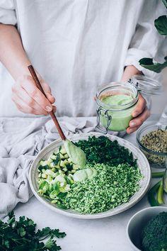 Green Detox Broccoli Salad … green detox broccoli salad … Super Green Broccoli and Kale Salad RecipeGreen detox salad. Broccoli Kale and Brussels SproRaw Broccoli Green Detox Salad & Avocado Dressing Healthy Recipes, Detox Recipes, Healthy Salads, Whole Food Recipes, Vegetarian Recipes, Healthy Cleanse, Smoothie Recipes, Avocado Dressing, Avocado Salad