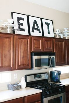 Trendy Kitchen Decor Above Cabinets Decoration Interior Design Above Cabinet Decor, Decorating Above Kitchen Cabinets, New Kitchen Cabinets, Kitchen Redo, Kitchen Remodel, Kitchen Tables, Cabinet Ideas, Cabinet Top Decorating, Petite Kitchen