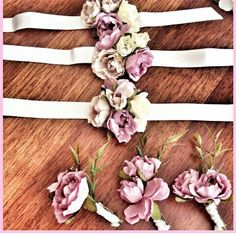 Nedime bileklik ve damat yaka gülü Wrist Flowers, Prom Flowers, Bridesmaid Flowers, Corsage Wedding, Wedding Bride, Wedding Bouquets, Flower Corsage, Wrist Corsage, Purple Wedding