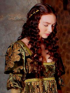 The White Queen (Eleanor Tomlinson as Isabel Neville) Eleanor Tomlinson, Historical Costume, Historical Clothing, The White Queen Starz, The White Princess, Aiden Turner, Demelza, Wars Of The Roses, Warrior Queen