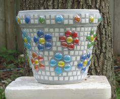 Mosaic Planters, Mosaic Garden Art, Mosaic Tile Art, Mosaic Flower Pots, Terracotta Flower Pots, Pebble Mosaic, Mosaic Diy, Mosaic Crafts, Mosaic Glass