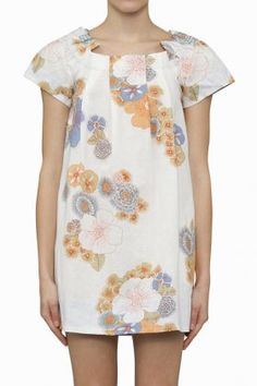 Gathered neckline with the option to wear on or off the shoulders. Soft summer floral print. Ryder
