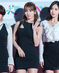 Twice in black is my aesthetic 170119   ring ring ring @twicetagram | Momo at Seoul Music Awards    #twice #트와이스 #모모 #moguri #momo #hiraimomo #mina #sana #nayeon #dahyun #jungyeon  #chaeyoung  #girlgroup #tzuyu #kpopl4l #jihyo #once #got7 #wondergirls #jypentertainment #jyp #kpop