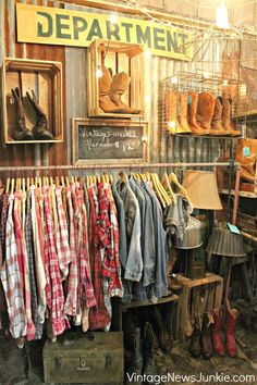 Rustic boutique display retail stores coolest articles with retail store christmas display ideas tag store Vintage Clothing Display, Vintage Store Displays, Clothing Displays, Vintage Shops, Vintage Display, Jewelry Displays, Clothing Booth Display, Antique Booth Displays, Antique Booth Ideas