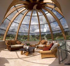 Застекленная купольная смотровая площадка