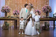 O Beijo - Festa de casamento da Priscila e do Bruno, no Sítio Recanto dos Coqueiros, em Maricá.  www.jadersilva.com