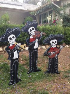 Skeletons in Halloween/Day of the dead Buddhism ☸️ - Mariachi Band Mexican Halloween, Halloween Yard Art, Casa Halloween, Mexican Party, Outdoor Halloween, Halloween 2017, Holidays Halloween, Halloween Crafts, Happy Halloween