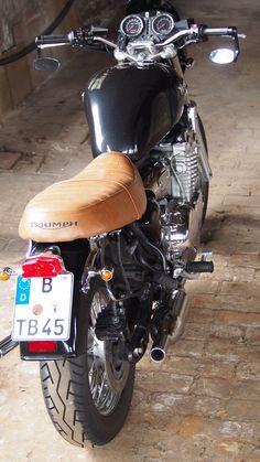 Triumph Thunderbird 900.
