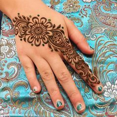 Henna for a little sweetheart! She loves turquoise as much as i do Henna Hand Designs, Henna Designs For Kids, Unique Mehndi Designs, Beautiful Henna Designs, Bridal Mehndi Designs, Henna Tattoo Designs, Henna Ink, Tattoo Henna, Henna Mehndi