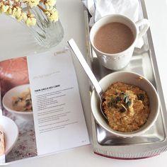 From a grey morning... #oatmeal #porridge #papasdeaveia #asreceitasdamafalda #vegan #sugarfree #macaccino #eatwelllivemore