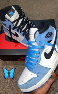 Cute Nike Shoes, Cute Sneakers, Nike Air Shoes, Sneakers Nike, Girls Sneakers, Street Mode, Jordan Shoes Girls, Kicks Shoes, Swag Shoes
