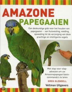 Dit boek geeft op een toegankelijke en duidelijke wijze belangrijke adviezen voor het houden van Amazonepapegaaien. De gezaghebbende tekst, prachtige foto's en duidelijke kleurenschema's bieden alle noodzakelijke adviezen in één aantrekkelijk pakket.