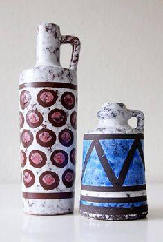 Bekijk dit items in mijn Etsy shop https://www.etsy.com/nl/listing/571611795/set-of-two-vintage-vases-made-by-strehla