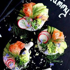 Sushi donuts 🥑🍅🍣 to kolejne pyszności, które przygotowałam na konkurs z @losos_mowi 🍣🍅🥑 Danie, które Zachwyca nie tylko smakiem, ale i wyglądem. Na blogu pokazałam Wam jak prawidłowo przygotować ryż do sushi, jakie dodatki dobrać, jak zrobić zaprawę do ryżu... A także przygotowałam krótką lekcję japońskiego! Wielbiciele #sushi🍣 z całą pewnością będą zachwyceni! 🥑🍅🍣 Koniecznie zobaczcie a za mnie mocno trzymajcie kciuki! 💖❤️ . #sushidonuts #donutsushi #sushisushi #instasushi #... Avocado Toast, Food Videos, Salsa, Food Porn, Yummy Food, Cooking, Breakfast, Recipes, Kitchen