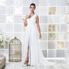 Gio Rodrigues Romy Wedding Dress joyful wedding dress  fluid chiffon chantilly lace trespass V neckline transparent engaged inspiration unique gorgeous elegant bride
