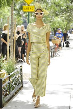 See all the Collection photos from Lela Rose Spring/Summer 2017 Ready-To-Wear now on British Vogue Fashion 2017, New York Fashion, Retro Fashion, Runway Fashion, Spring Fashion, Fashion Show, Fashion Design, Couture Fashion, Lela Rose