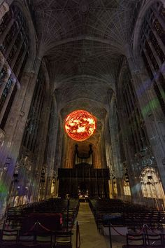 Projection Mapping on King's College Chapel Blends 16th-Century Gothic Architecture with Contemporary Art - My Modern Met