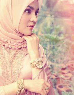 The Hijab Fashion: The Demure Nature of Islamic Clothing