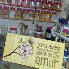 Placa decorativa #opacriandoarte #mayumitakushi #stencil #artesanatoemmdf #artesanatoemmadeira #acrilexterapia #acrilex