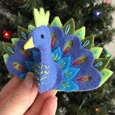 Simple Fabric Crafts You Can Make From Scraps - Diy Crafts Felt Christmas Decorations, Felt Christmas Ornaments, Christmas Diy, Xmas, Christmas Nativity, Felt Embroidery, Hand Embroidery Stitches, Simple Embroidery, Embroidery Techniques