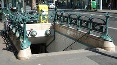 Paris, Métropolitain, Entrée de la station Mouton-Duvernet, arch. Hector Guimard