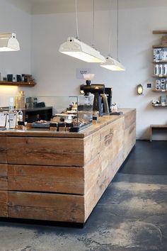 Kaffeeklatsch / Specialty Coffee in Berlin: The Barn Roastery Coffee Shop Counter, Coffee Shop Bar, Rustic Coffee Shop, Rustic Cafe, Coffee Bar Design, Coffee Shop Interior Design, Cafe Bar, Cafe Restaurant, Cafe Shop Design