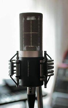 Audio Technica AT5040 source:http://www.soundandrecording.musikmachen.de/Magazine/SOUND-RECORDING/2013/7/Testbericht-Audio-Technica-AT5040-Studiomikrofon-mit-Vierfach-Kapsel-Vom-Feinsten