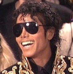 michael jackson in china 1987 Jennifer Lawrence Images, Photos Of Michael Jackson, Jackson Family, The Jacksons, Thriller, My Idol, Sunglasses Women, Mj, My Love