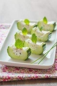 Snacks Saludables, Catering Food, Snacks Für Party, Food Platters, Food Decoration, Appetisers, Food Presentation, Clean Eating Snacks, Appetizer Recipes