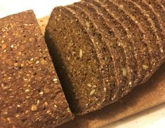 "Godt og glutenfrit ""rug""brød | Glutenfri Foodie Low Fodmap, Low Carb, Bread Baking, Crackers, Gluten Free Recipes, Banana Bread, Foodies, Rolls, Cooking Recipes"