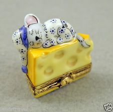 NEW FRENCH LIMOGES BOX CUTE MOUSE IN PIJAMAS & HAT ASLEEP ON CHEESE SLICE