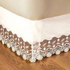 Cama Girls Bedroom, Bedroom Decor, Pink Bedrooms, Dust Ruffle, Linens And Lace, Bed Covers, Soft Furnishings, Linen Bedding, Furniture Decor